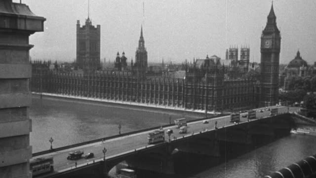 1948 montage landmarks in the city, including the palace of westminster, westminster bridge, and big ben / london, england - doppeldeckerbus stock-videos und b-roll-filmmaterial