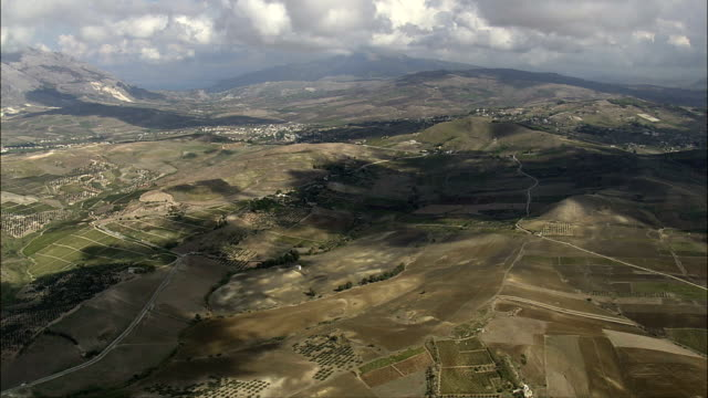 landscape between valerice and castellammare del golfo  - aerial view - sicily, province of trapani, buseto palizzolo, italy - sicily stock videos and b-roll footage