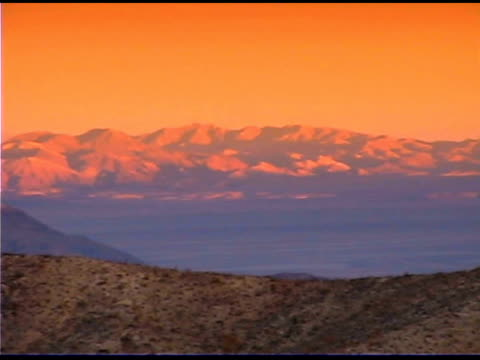 landscape in desert mountains, joshua tree national park, california - 熱帯の低木点の映像素材/bロール