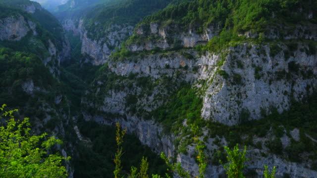 vídeos y material grabado en eventos de stock de landscape in escuain gorge, ordesa y monte perdido national park, sobrarbe, huesca province, aragon, spain, europe - cañón tipo de valle