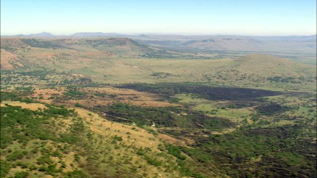 vídeos y material grabado en eventos de stock de paisaje cerca de rorkes drift - vista aérea - kwazulu-natal, distrito municipal de umzinyathi, msinga, sudáfrica - kwazulu natal