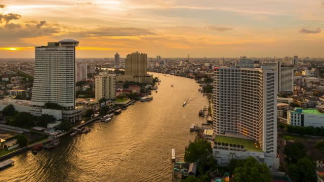 Paesaggio di Bangkok città al crepuscolo.