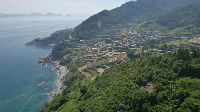 stockvideo's en b-roll-footage met landscape of darengyi village (famous for terraced paddy field)  in namhae, south korea - natuurwonder