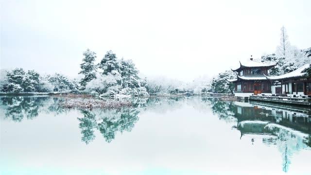 vídeos de stock e filmes b-roll de landscape of hangzhou - casa de jardim