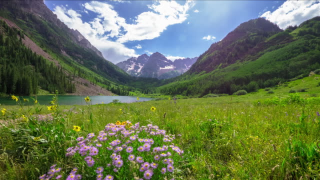landscape of maroon bells - montagne rocciose video stock e b–roll