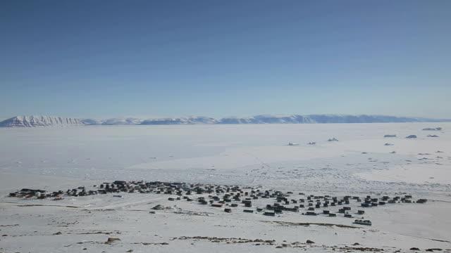 vidéos et rushes de landscape of qaanaaq village in greenland - iceberg bloc de glace