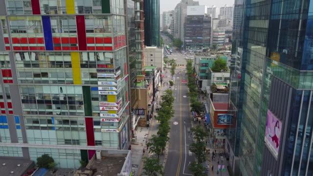 vídeos y material grabado en eventos de stock de landscape of sinchon culture street (famous tourist spot) in seoul, south korea - señal de nombre de calle