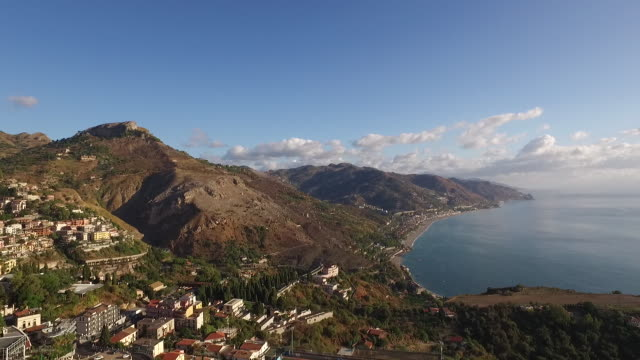 vídeos de stock, filmes e b-roll de a landscape of taormina town and mediterranean ocean in sicily, italy - teatro clássico