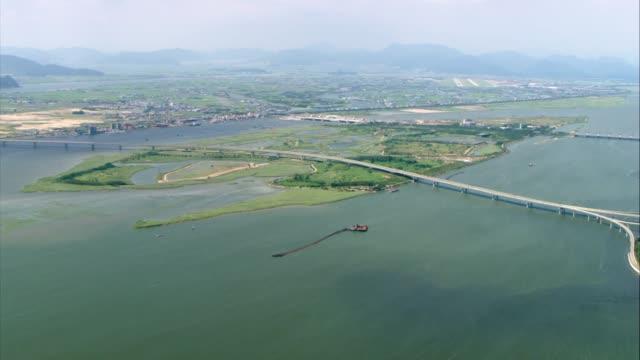 vídeos y material grabado en eventos de stock de landscape of the nakdong river estuary and the nakdong delta in saha-gu district, busan - coreano oriental