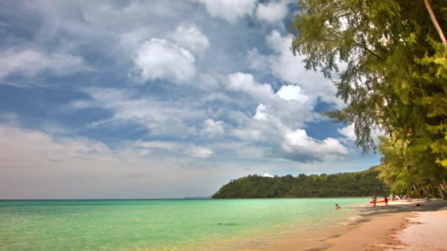 panorama di spiaggia tranquilla isola - rievocazione storica video stock e b–roll