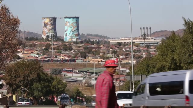 vídeos de stock e filmes b-roll de landscape shot of modern day soweto concern for nelson mandela continues as he battles a lung infection on june 15 2013 in unspecified south africa - soweto