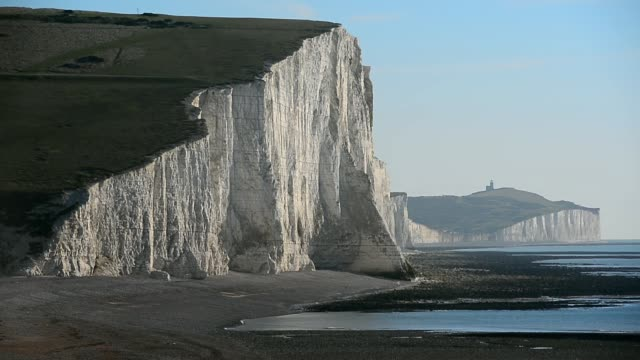 landscape shot seven sisters in the south downs national park general views of south downs national park near eastbourne sussex on november 27 2013 - sorella video stock e b–roll