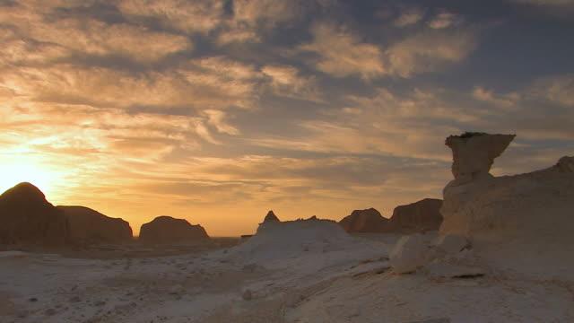 vídeos y material grabado en eventos de stock de paisaje de desierto blanco - egipto
