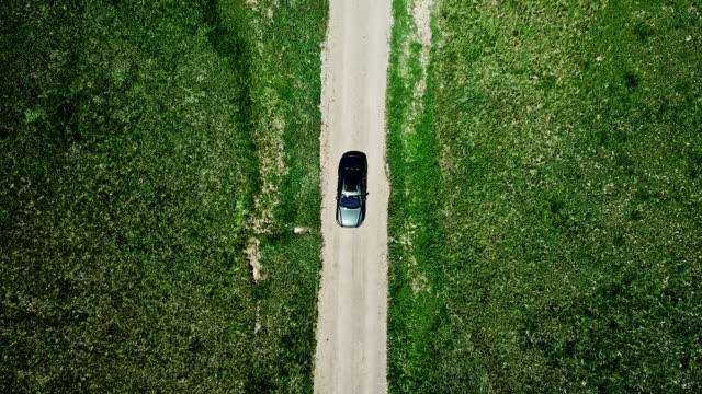 vidéos et rushes de paysage avec la voiture en mouvement dans le wyoming - 4x4