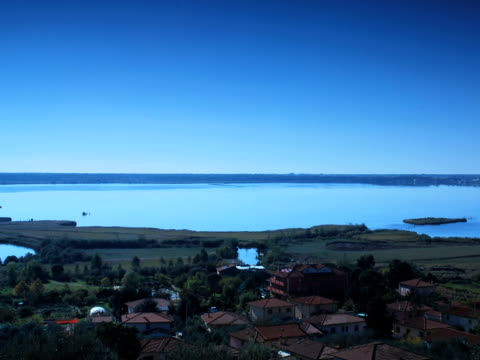 景観と雲は水に反映されています - 撮影機材点の映像素材/bロール