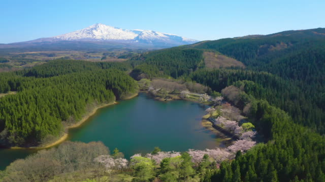 ws aerial landscape with mount chokai and lake, yamagata prefecture, japan - 鳥海山点の映像素材/bロール