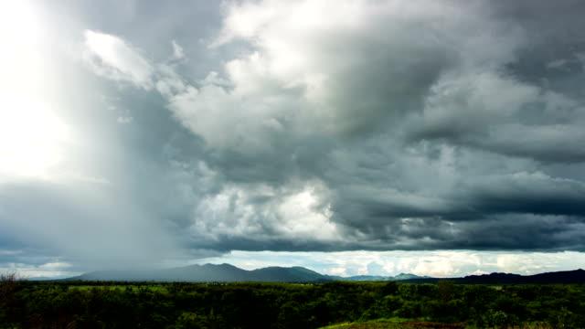 vidéos et rushes de paysage avec pluie timelapse - transylvanie