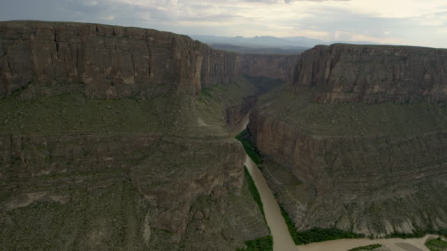 landscape with river and mountains, big bend - river bend land feature stock videos & royalty-free footage