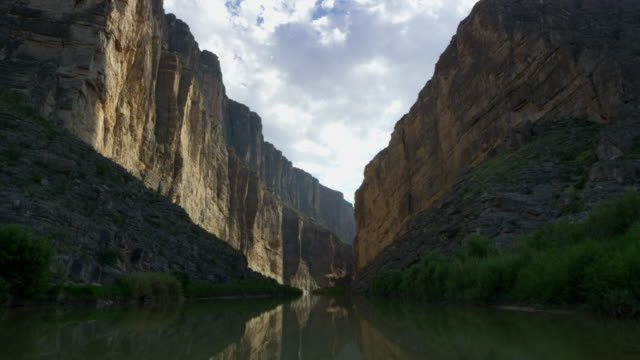 landscape with river between cliffs at big bend national park - 50 seconds or greater stock videos & royalty-free footage