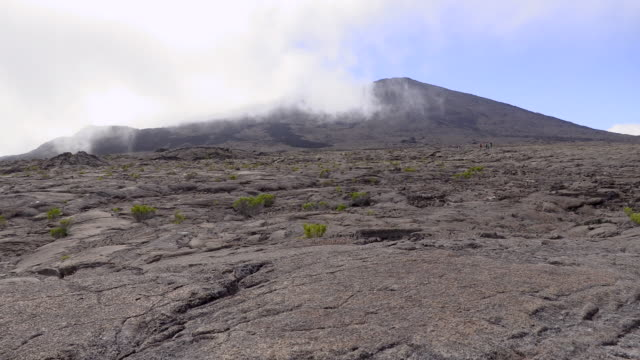 stockvideo's en b-roll-footage met ws landscape with volcano and fog, reunion island - french overseas territory