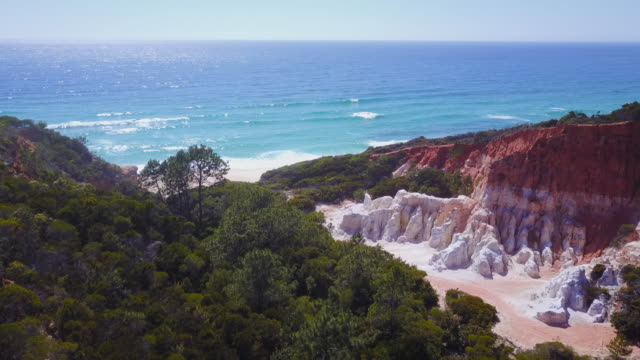 stockvideo's en b-roll-footage met 4k landscapes: aerial view of the pinnacles rock formations and sea, new south wales, australia - coastal feature