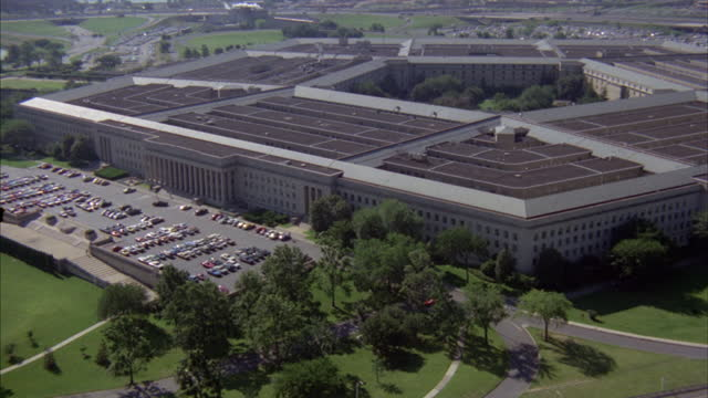 landscaping and parking lots surround the pentagon in arlington, virginia. - the pentagon stock videos & royalty-free footage
