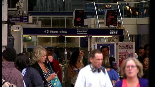 disruption continues victoria station passengers along by gatwick express platform general view passengers on concourse croydon station sign sign... - replacement stock videos & royalty-free footage