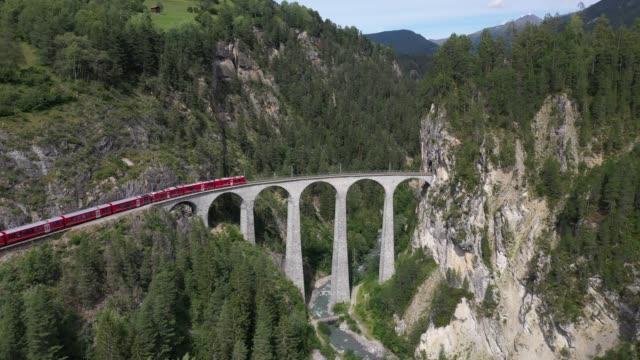vidéos et rushes de landwasser viaduct, unesco world heritage site rhaetian railway, switzerland, europe - alpes suisses
