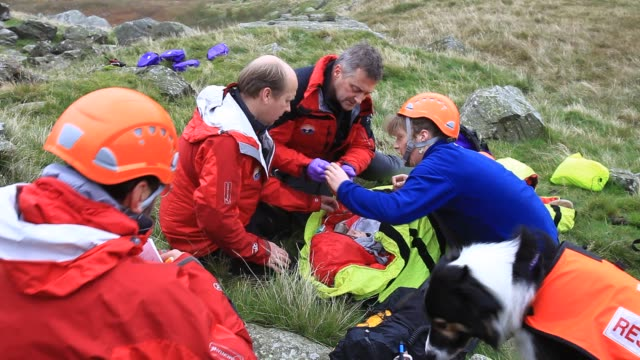 langdale/ambleside mountain rescue team members doing first aid training using members of the casualties union, ambleside, lake district, uk. - rescue stock videos & royalty-free footage