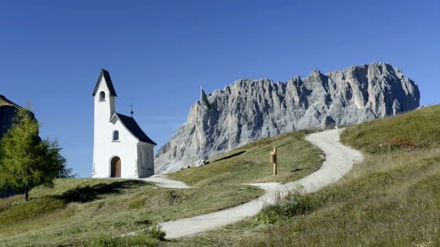 langkofel mountain and st. moritz chapel - langkofel stock videos & royalty-free footage