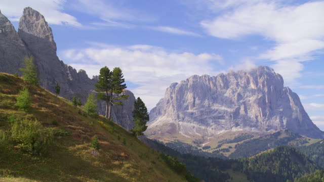 pan langkofel mountain in south tyrol viewed from the gardena pass - at the left the sella mountain massiv - langkofel stock videos & royalty-free footage
