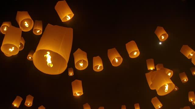 slo mo lantern festival in chiang mai thailand - lanterna attrezzatura per illuminazione video stock e b–roll