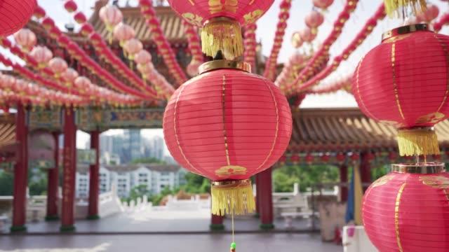 laterne in einem chinesischen tempel - tempel stock-videos und b-roll-filmmaterial