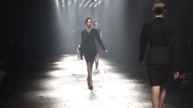 vidéos et rushes de paris fashion week a/w 2009 at paris - semaine de la mode