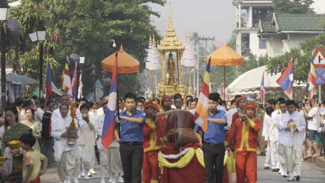 lao pi mai prabang statue parade - laos stock videos and b-roll footage