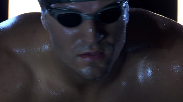 vídeos de stock e filmes b-roll de lap swimmer in goggles, close-up - barba por fazer