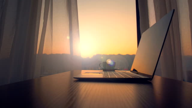 laptop und kaffeetasse auf tisch bei sonnenuntergang - curtain stock-videos und b-roll-filmmaterial