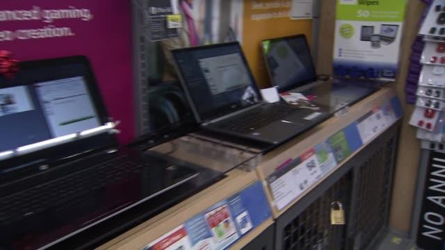 laptops at walmart on november 25, 2013 in los angeles, california - ギフトショップ点の映像素材/bロール