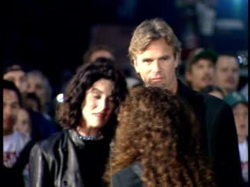 lara flynn boyle and richard dean anderson on the red carpet. - lara flynn boyle stock videos & royalty-free footage