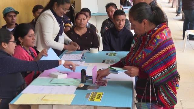 GTM: Con la esperanza astillada indigenas guatemaltecos votan por un cambio