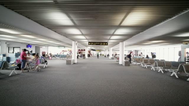 vidéos et rushes de environnement de l'aéroport - ressources humaines