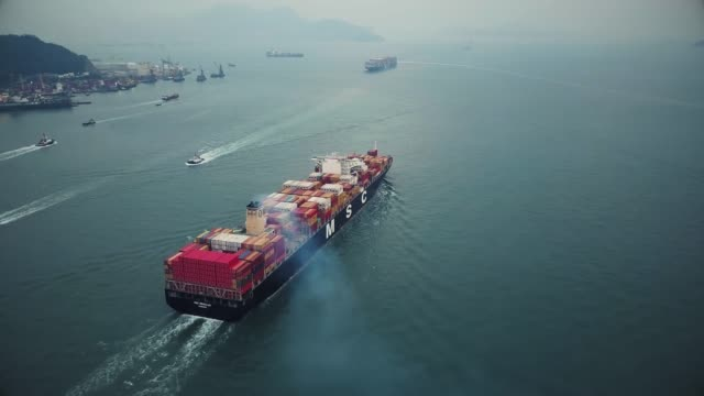 vídeos de stock e filmes b-roll de large cargo ship in hong kong - transporte de mercadoria