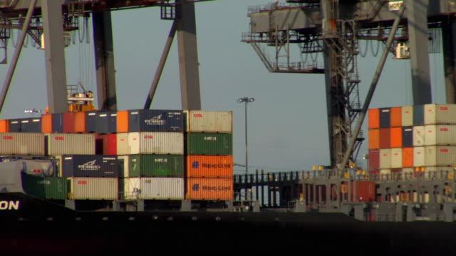 ms pan large cargo ship moored at dock, hampshire, united kingdom - イングランド サウサンプトン点の映像素材/bロール
