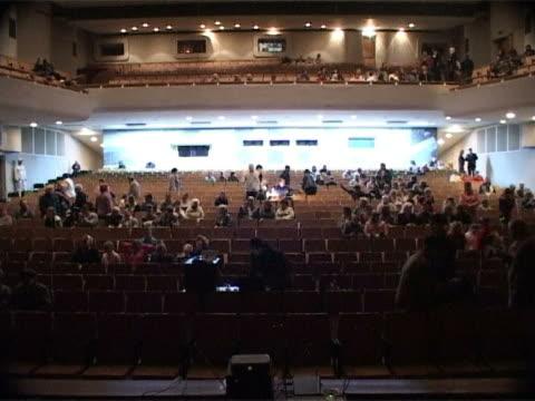 vidéos et rushes de grand cinéma hall (temps qui passe - auditorium