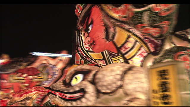 vidéos et rushes de large colourful float adorned with warrior effigie paraded through street at nebuta festival - art et artisanat