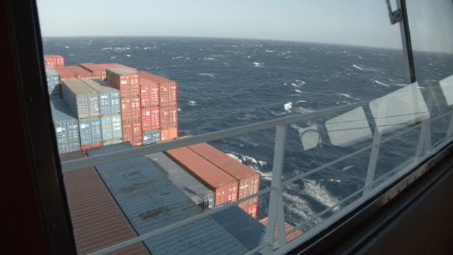 großes containerschiff auf see - passagier wasserfahrzeug stock-videos und b-roll-filmmaterial
