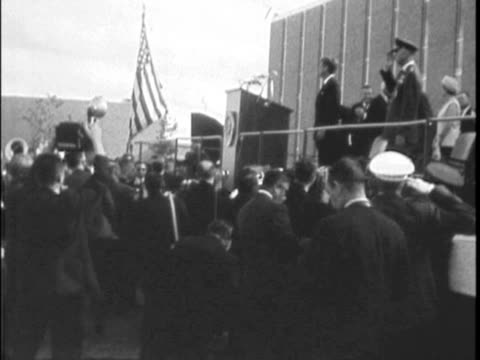 / large crowd gathered many cameramen shooting / jfk gives speech dedicating the brooks aerospace medical division - attentat auf john f. kennedy stock-videos und b-roll-filmmaterial