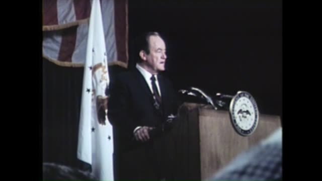 a large crowd listens to hubert humphrey speak at the 1968 democratic national convention at the conrad hilton in chicago no audio - 1968 bildbanksvideor och videomaterial från bakom kulisserna