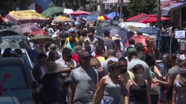 large crowds flock to street markets and shops in buenos aires in the build up to christmas despite coronavirus fears - buenos aires stock videos & royalty-free footage