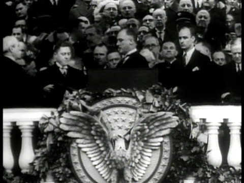 vídeos de stock, filmes e b-roll de large crowds gathered at u.s. capitol. franklin d. roosevelt taking oath at podium . crowds watching, guards, secret service. washington d.c. - 1933